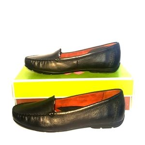 NWT slip on Natrualizer leather loafers Kellyn New
